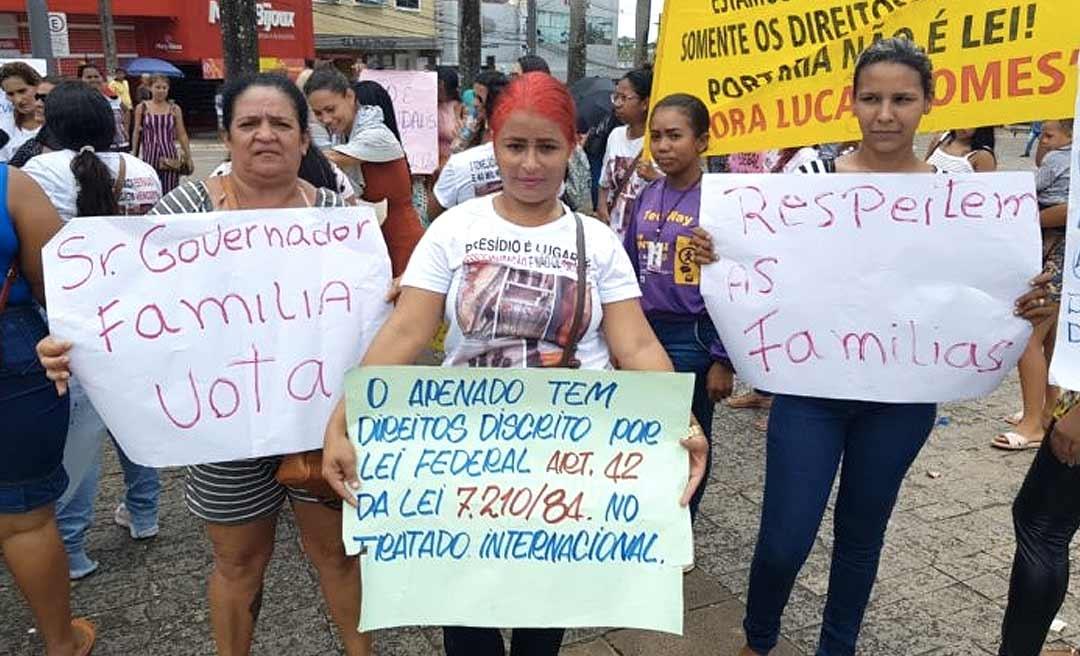 Protesto a favor de detentos deixa o trânsito lento no Centro de Rio Branco
