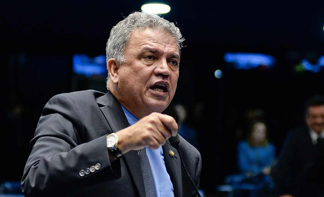 """Petecão diz que Bolsonaro contribuía mais com o País se falasse """"menos besteira"""""""