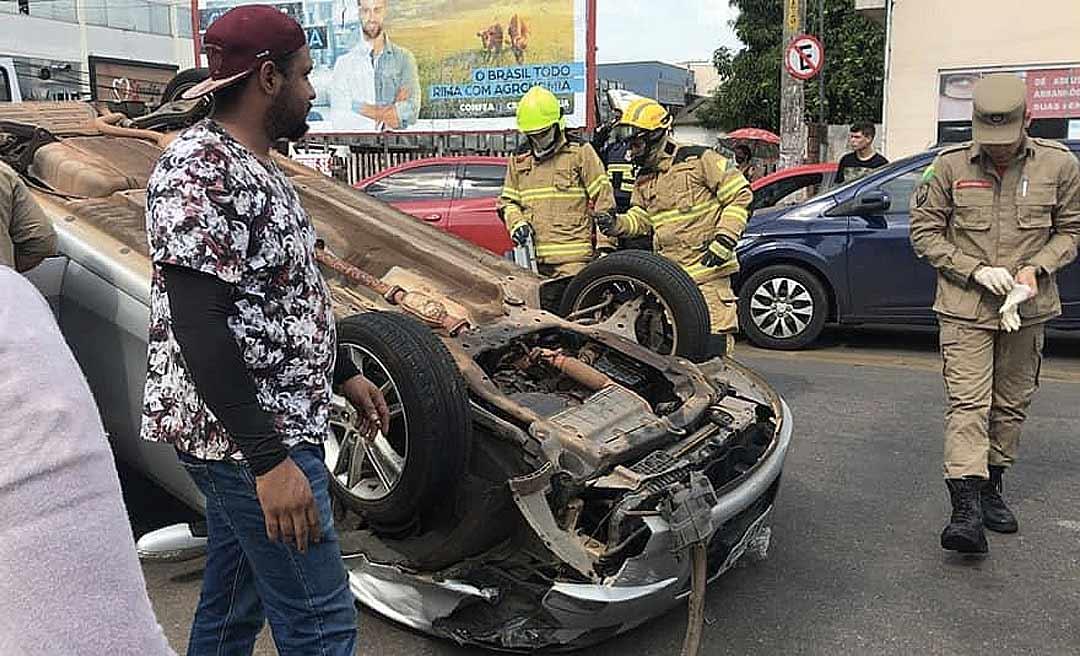 Motorista capota carro na avenida Getúlio Vargas após desmaiar ao volante